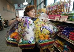 Walgreens pulls Easter baskets with guns