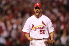 Wainwright signs contract with St. Louis