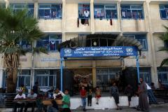 Palestinian couple marries at U.N. shelter in Gaza