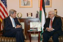 Kerry shuttles between Netanyahu and Abbas