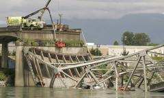 Inslee: Temp bridge might sub for collapsed I-5 bridge