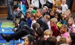 Obama pays Christmas visit to school