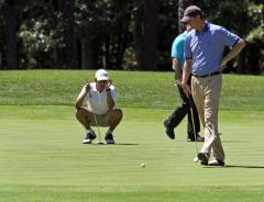 Alonzo Mourning plays golf with Obama