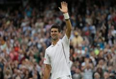 Djokovic advances in straight sets to Wimbledon's third round