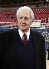 Longtime TV sports announcer Pat Summerall dies at 82