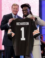 Browns' Richardson to see doc about knee