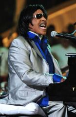 Little Richard says he suffered a heart attack