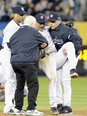 Yankees' Jeter to miss home opener