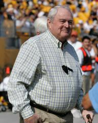 Pittsburgh to name street for Chuck Noll