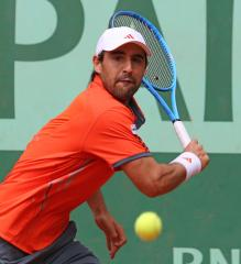 Baghdatis in 1st-round AEGON rout