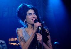 Amy Winehouse performs at Fendi opening