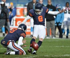 Bears sign kicker Mare, QB Cutler to play