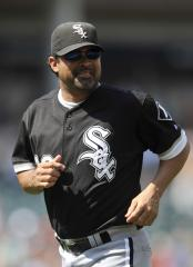 White Sox pick up Guillen's 2012 option