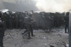 Fighting between protesters, police leave at least 22 dead in Kiev