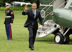 Obama shakes Marine's hand after failing to salute
