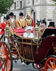Queen Elizabeth told to rein in spending