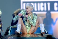 Miley Cyrus sings 'FU' to cardboard cutout of Selena Gomez's face [VIDEO]