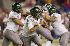 Marcus Mariota leads Oregon to rout of Buffs