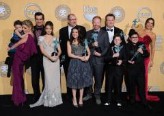'Modern Family' stars sue over contracts