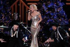 Kellie Pickler drops 'The Woman I Am'