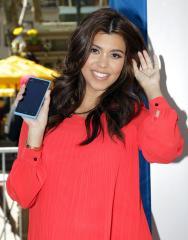 Kourtney Kardashian gives birth to daughter