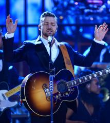 Justin Timberlake flips off Philly fans