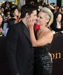 Jennie Garth and Peter Facinelli are officially divorced