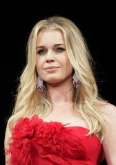Rebecca Romijn talks body painting competition 'Skin Wars'