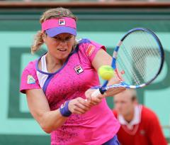 Clijsters edges into UNICEF second round