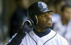 Report: Griffey signs with M's for 2010
