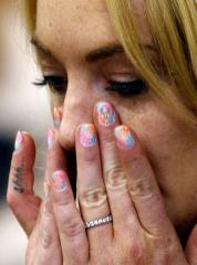 Lohan explains fingernail expletive