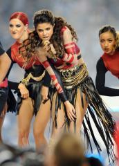 Selena Gomez steps out to buy cigarettes after Justin Bieber arrest