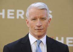 Anderson Cooper says no to in-flight photo