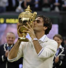 Federer bests Murray for Wimbledon title
