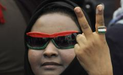 Countries pledge aid to Libyan rebels