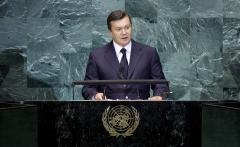 Viktor Yanukovych stakes claim as Ukraine's legitimate leader
