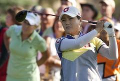 Meena Lee leads Women's British Open