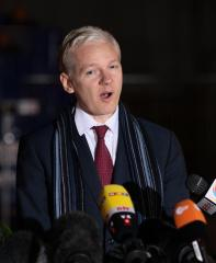 WikiLeaks founder rips Aussie government