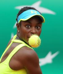 Sloane Stephens upends Sharapova, Azarenka advances at Cincinnati