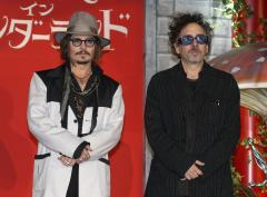 Johnny Depp, Mia Wasikowska onboard for 'Alice in Wonderland 2'