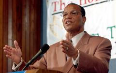 Louis Farrakhan tells Kanye West not to apologize for 'classic anti-Semetic' remark