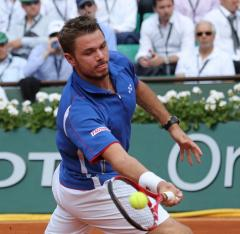Wawrinka among quarterfinals winners in Netherlands