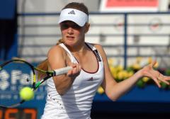 Top-seed Chakvetadze advances