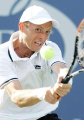Davydenko drops out of Top 10