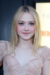Dakota Fanning attends first prom