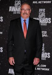 NHL Senators give MacLean 3-year contract extension