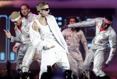 Bieber performs mini-concert for children in the Philippines