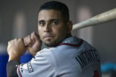 Braves lose Infante to broken left hand