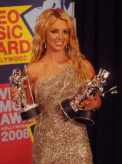 Spears to announce co-headliner for tour