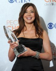 Alyson Hannigan says she's not pregnant